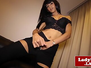 Exotice ladyboy baiw labă off on couch