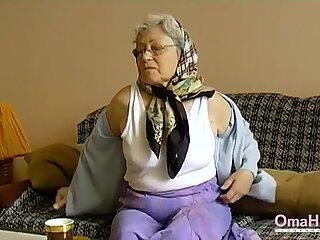 Omahotel Arrapoto nonna giocandola la sua pelosa figa