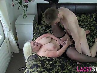 Femei cu sânii mari bunicuță gobbles pula