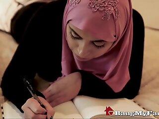 Dubai step taddy împlinește poftele perverse ale fiicei
