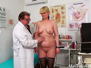 Examinare Sânni La Bărbați din Timide Bunicuță de către medicul Freaky