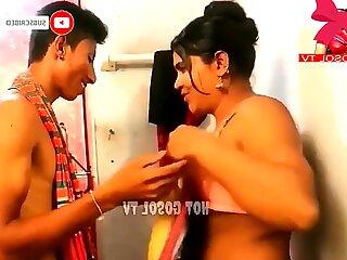Индийки съпруга в открита баня