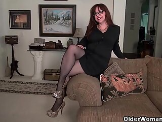 These are the milfs that you want to spend Christmas with