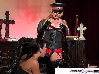 Urmăriți Taylor Ware Fuck Jessica Jaymes ca o mică curvă, țâțe mari