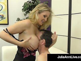 GUTTY GUTTY MILF Julia Ann îi dă ordinelor de jucărie Baiat și primește vițeii futut!