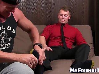 Tânăr homo jake karhoff offf, în timp ce piciorul sa închinat