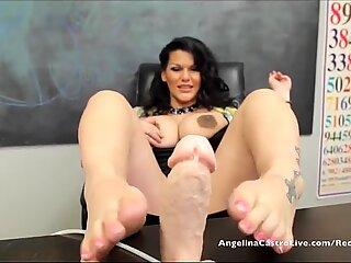 Големи цицорани Анджелина Кастро в клас чекия с крака 1