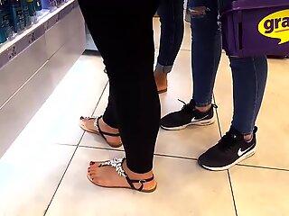 Fr's sexy feets pedicured hot red degete de la picioare sandals