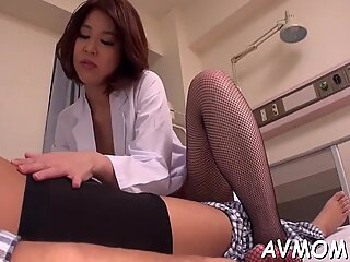 Mother i & # 039_d like to fuck orientale gets stimlat cu degetul and fucked