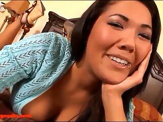 Hd drăguțe asiatic tanara stepsister bonă gets long stiff milky stiffy