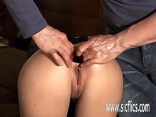Фистинг на своите приятелки зейнала задник дупка
