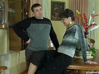 Rusă fucky-fucky on a table