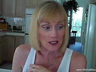 Fiul convinge mame la ejaculare interne